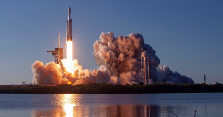 SpaceX uspešno lansirao Falcon Heavy i prizemljio sva tri bustera u prvoj komercijalnoj misiji