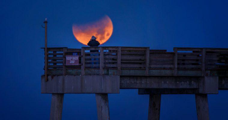 Ne zaboravite – večeras je delimično pomračenje Meseca